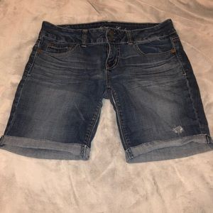 American Eagle mid thigh shorts